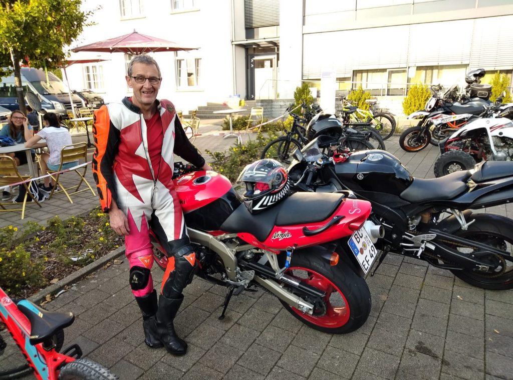Peter Simma auf Motorrad